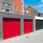 Czerwone bramy garażowe dwuskrzydłowe