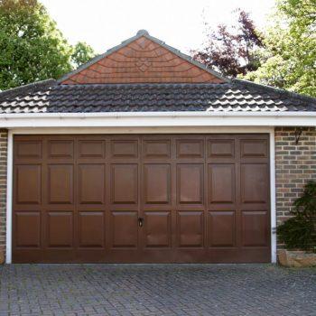 Metalowa brama garażowa
